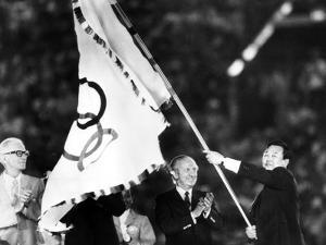 Closing Ceremony of Olympic Games in Los Angeles in 1984: Bo Hyun Yum and Juan Antonio Samaranch