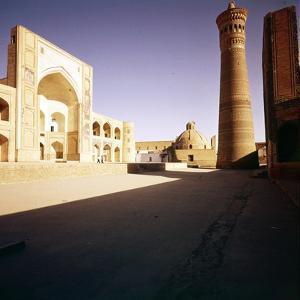 Bukhara, The Kalian Mosque built 15-16th Cnt + Minarfj (1127) by CM Dixon