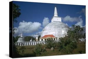 Ruwanvaliseya Stupa in Sri Lanka by CM Dixon