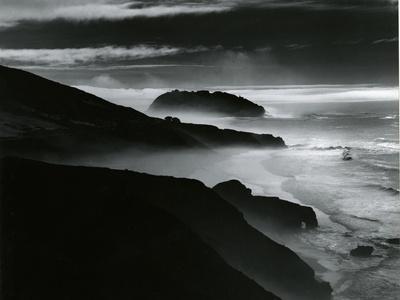 https://imgc.artprintimages.com/img/print/coast-big-sur-california-1981_u-l-q1g6pac0.jpg?p=0