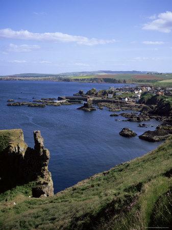 https://imgc.artprintimages.com/img/print/coastline-looking-south-with-village-of-st-abbs-berwickshire-borders-scotland_u-l-p1hj6x0.jpg?p=0
