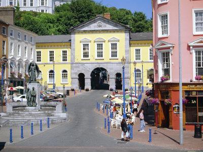 https://imgc.artprintimages.com/img/print/cobh-county-cork-ireland-eire_u-l-p1kj4z0.jpg?p=0