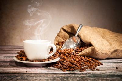 https://imgc.artprintimages.com/img/print/coffee-still-life-with-wooden-grinder_u-l-pn1t9r0.jpg?p=0