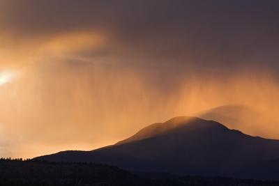 https://imgc.artprintimages.com/img/print/colorado-sunset-in-stormy-rocky-mountains_u-l-pu45e30.jpg?p=0