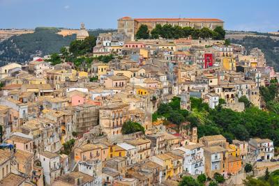 https://imgc.artprintimages.com/img/print/colorful-houses-in-old-medieval-village-ragusa-in-sicily_u-l-q103ugt0.jpg?p=0