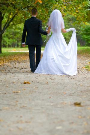 https://imgc.artprintimages.com/img/print/colorful-wedding-shot-of-bride-and-groom_u-l-q103ahn0.jpg?p=0