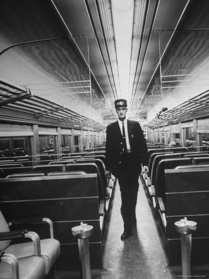 Commuters on the New Haven Line-Alfred Eisenstaedt-Photographic Print