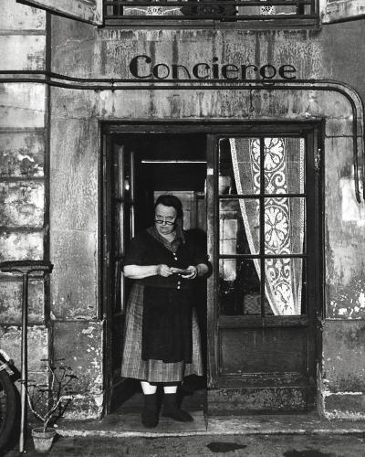Concierge with Spectacles-Robert Doisneau-Art Print