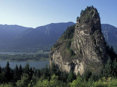 View of Beacon Rock on the Columbia River, Beacon Rock State Park, Washington, USA