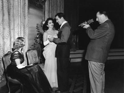 CONSPIRATOR, 1949 directed by VICTOR SAVILLE On the set, Honor Blackman, Elizabeth Taylor, Robert T