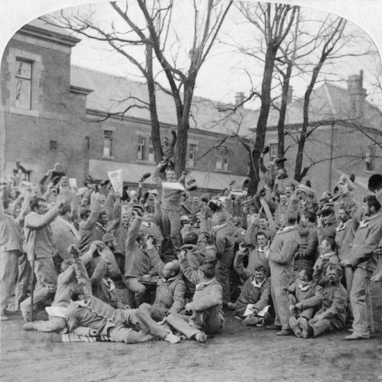 Convalescent Soldiers, General Hospital No 10, Bloemfontein, South Africa, Boer War, 1901-Underwood & Underwood-Giclee Print