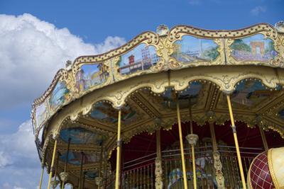 Merry-Go-Round Paris by Cora Niele