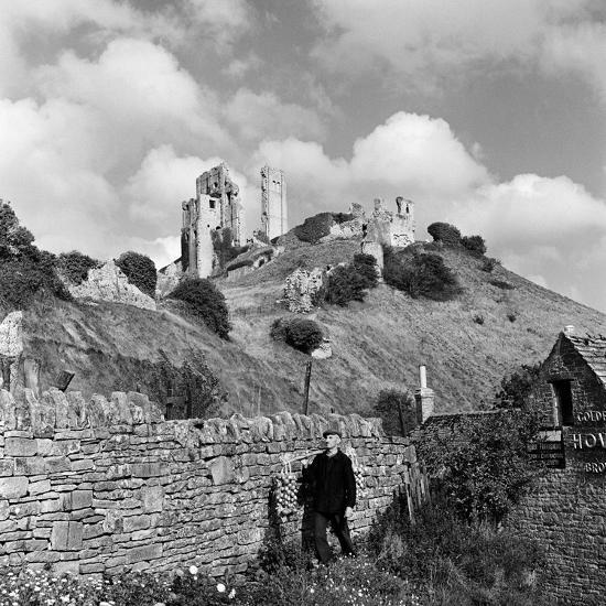 Corfe Castle, 1952-Unknown-Photographic Print