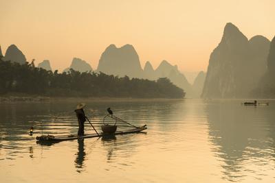 https://imgc.artprintimages.com/img/print/cormorant-fisherman-on-li-river-at-dawn-xingping-yangshuo-guangxi-china_u-l-q12sxnn0.jpg?p=0