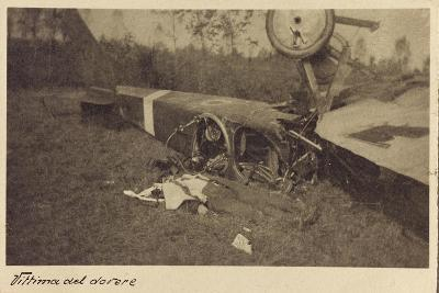 Corpse of an Italian Soldier Next to the Carcass of a Plane During the First World War-Vincenzo Aragozzini-Giclee Print