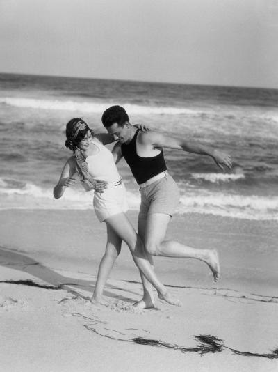 Couple Embracing on Sandy Beach-H^ Armstrong Roberts-Photographic Print