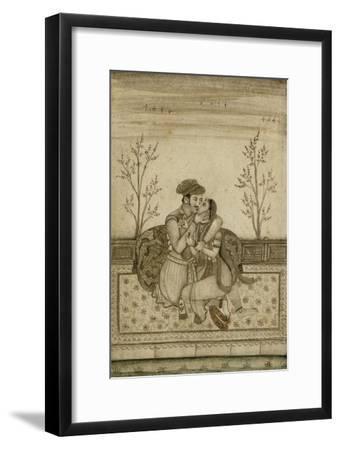 Couple enlacé sur une terrasse--Framed Giclee Print