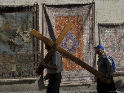 https://imgc.artprintimages.com/img/print/couple-of-pilgrims-carrying-a-cross-on-the-via-dolorosa-during-good-friday-catholic-procession_u-l-p1lfv60.jpg?p=0