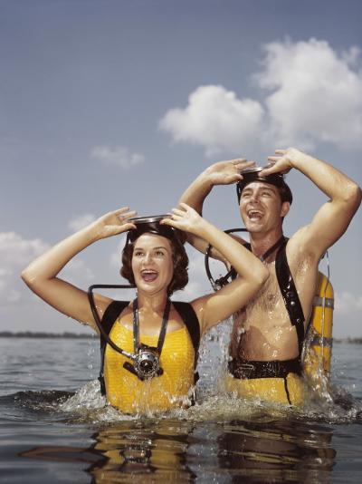Couple Scuba Diving-Dennis Hallinan-Photographic Print