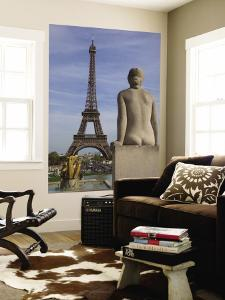 Statue on Trocadero and Eiffel Tower by Craig Pershouse