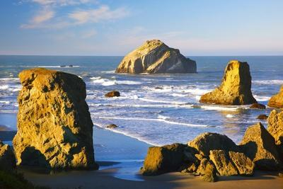 Rock Formations at Low Tide, Bandon Beach, Oregon Coast, Pacific Northwest. Pacific Ocean