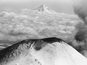 Craters Atop Mount St. Helens Stand Silent