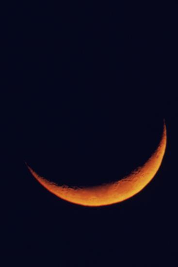 Crescent Moon Setting-Roger Ressmeyer-Photographic Print