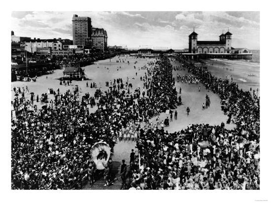 Crowds at Atlantic City, NJ Beauty Pagent Photograph - Atlantic City, NJ-Lantern Press-Art Print