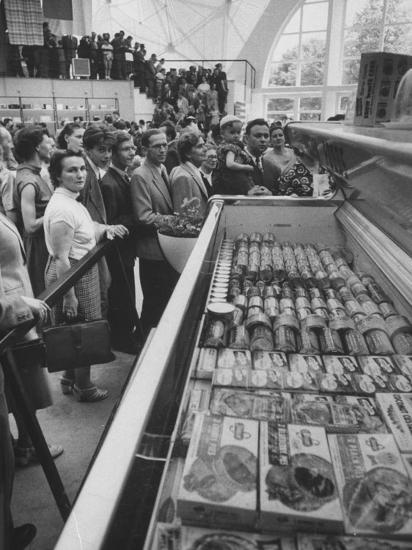 Crowds Checking Out Frozen Foods at the Us Exhibit, During the Poznan Fair-Lisa Larsen-Photographic Print
