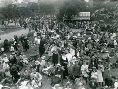Crowds of Visitors at London Zoo, August Bank Holiday, 1922-Frederick William Bond-Photographic Print