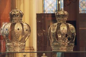 Crowns for Torah