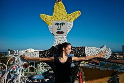 https://imgc.artprintimages.com/img/print/cuban-national-ballet-dancer-at-the-studio-of-cuban-artist-jose-fuster_u-l-q19nmlr0.jpg?p=0