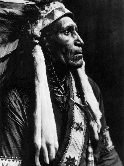 Curtis: Raven Blanket, 1910-Edward S^ Curtis-Photographic Print