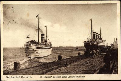 Cuxhaven, Dampfer Kaiser Passiert Amerikadampfer--Giclee Print