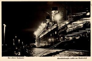 Cuxhaven, Hafen Steubenhöft, Amerikadampfer Nachts