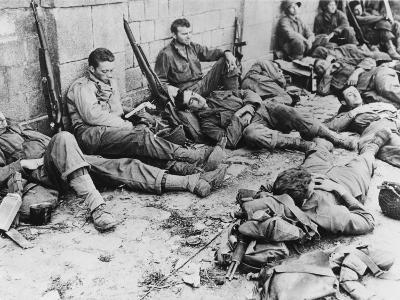 D-Day - US Troops Resting Following Initial Assault-Robert Hunt-Photographic Print