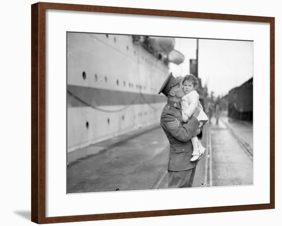 Daddy's Home--Framed Photographic Print