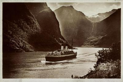 Dampfschiff Der Hsdg Unterwegs Im Nordland, Fjord--Giclee Print