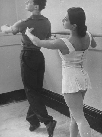 https://imgc.artprintimages.com/img/print/dancers-at-george-balanchine-s-school-of-american-ballet-during-rehearsal_u-l-p72t9e0.jpg?p=0