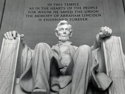 Lincoln by Daniel Chester French