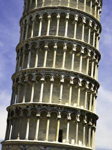 Leaning Tower of Pisa by Danny Lehman