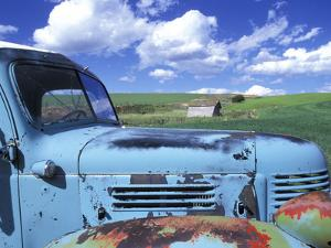Old Truck, Palouse Region, near Pullman, Washington, USA by Darrell Gulin