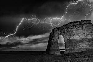 BW Lightning at MR by Darren White Photography