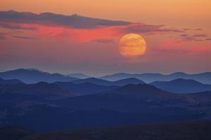 Supermoon at Sunrise by Darren White Photography