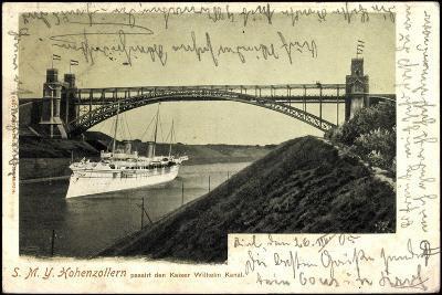 Das Kriegsschiff Smy Hohenzollern Unter Brücke--Giclee Print