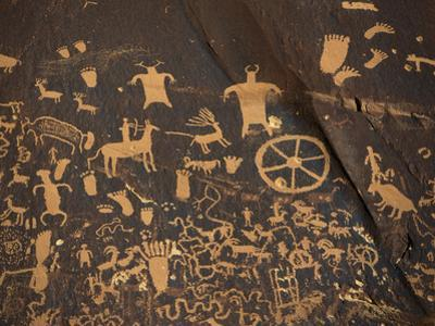 Petroglyphs, Newspaper Rock State Historic Monument, Canyonlands National Park, Utah, USA