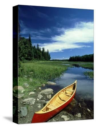 Cedar Canvas Canoe, Canada