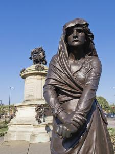 Statue of Lady Macbeth with William Shakespeare Behind, Stratford Upon Avon, Warwickshire, England, by David Hughes