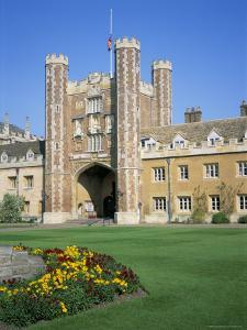 Great Court and Great Gate, Trinity College, Cambridge, Cambridgeshire, England by David Hunter