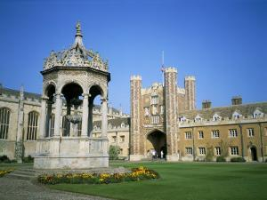 Great Court, Fountain and Great Gate, Trinity College, Cambridge, Cambridgeshire, England by David Hunter